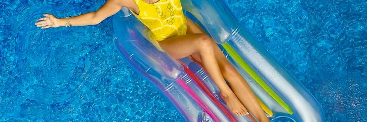 Les 6 choses (et oui 6 soyons originaux un peu) à faire pour ne pas s'ennuyer à la piscine !